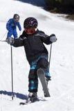 chłopiec narciarstwa potomstwa Zdjęcie Royalty Free