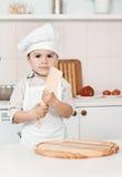 Chłopiec narządzania ciasto Obraz Royalty Free