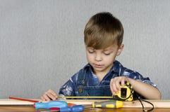 chłopiec narzędzia Obrazy Royalty Free