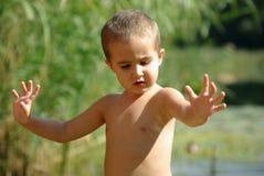 chłopiec opisuje węża obrazy stock