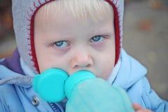 Chłopiec pić Zdjęcie Royalty Free