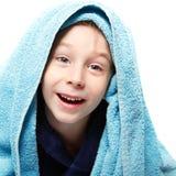 Chłopiec piękna po prysznic z kąpielowym ręcznikiem zdjęcia stock