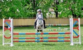 chłopiec potomstwa końscy jeździeccy biały Zdjęcie Stock