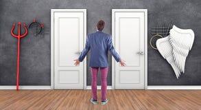 Chłopiec przed drzwi fotografia royalty free