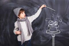Chłopiec przedstawień sztuczki zdjęcia royalty free