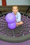 Chłopiec przejażdżka na huśtawce Zdjęcia Royalty Free