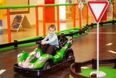 Chłopiec przejażdżki na bieżnym samochodzie fotografia royalty free