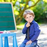 Chłopiec przy blackboard uczenie pisać Fotografia Stock
