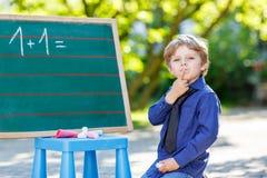 Chłopiec przy blackboard uczenie pisać Zdjęcia Stock