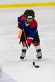 Chłopiec przy lodowego hokeja praktyką Obraz Stock