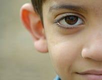 Chłopiec przy obozem uchodźców Moria na Lesvos Obrazy Royalty Free