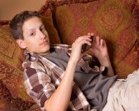 chłopiec przyrządu elektroniczny nastoletni zdjęcie royalty free
