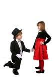 chłopiec puszka dziewczyny ręki mienia klęczenia s potomstwa Fotografia Royalty Free