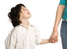 chłopiec ręki mienia liitle matki s życzenie Zdjęcie Stock