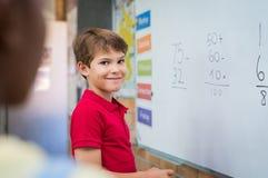 Chłopiec robi matematyki sumie obrazy stock