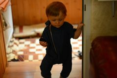 Chłopiec 1 roczniak dla spaceru szczęśliwego Fotografia Royalty Free