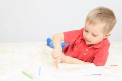 Chłopiec rysunek zdjęcia royalty free