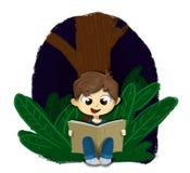 Chłopiec siedzący czytanie książka przy nocą royalty ilustracja
