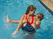 chłopiec skacze th działającej kobiety zdjęcie royalty free