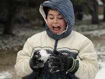 chłopiec snowball miotanie Zdjęcia Stock