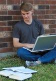 chłopiec studiowanie zdjęcia royalty free