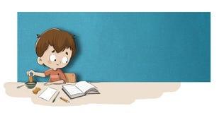 Chłopiec studiowanie przy śniadaniem royalty ilustracja