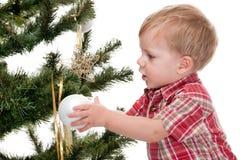 chłopiec target2043_0_ małego nowego drzewnego rok Zdjęcia Royalty Free