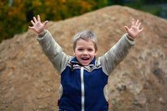chłopiec target401_0_ mały Obrazy Royalty Free