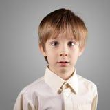 Chłopiec trochę emocjonalny atrakcyjny set robi twarzom Obrazy Royalty Free