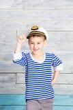 Chłopiec trzyma dalej jego śmiechy i nakrętka Zdjęcia Royalty Free