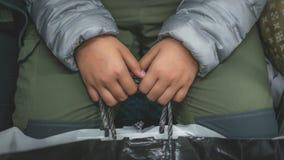 Chłopiec Trzyma torba na zakupy obraz royalty free