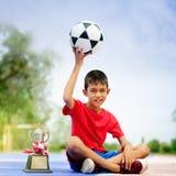 Chłopiec trzyma up futbol zdjęcie royalty free