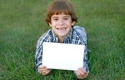 chłopiec trzymający znak Fotografia Royalty Free