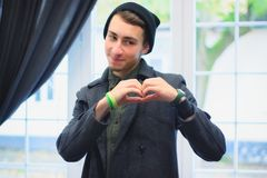 Chłopiec tworzy jego ręki serce forma Fotografia Royalty Free