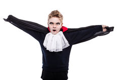 Chłopiec ubierał up jako Dracula dla Halloween przyjęcia obrazy stock