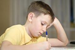 chłopiec uczy się lekcje studenckie zdjęcia royalty free