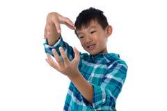 Chłopiec udaje trzymać niewidzialnego przedmiot Fotografia Royalty Free