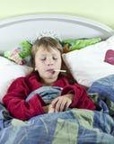 Chłopiec w łóżku z febrą Obraz Stock