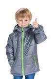 Chłopiec w żakiecie trzyma jego kciuk up Obraz Royalty Free