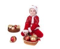Chłopiec w bożych narodzeniach odziewa z zabawkami obraz stock