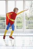Chłopiec W bohatera kostiumu Z ręką Przedłużyć Obrazy Stock