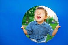 Chłopiec w domek do zabaw zdjęcia stock