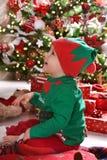 Chłopiec w elfa kostiumu cieszy się jego pierwszy boże narodzenia fotografia royalty free