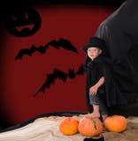 Chłopiec w kostiumu hrabiowski Dracula na Halloween zdjęcie stock