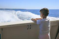 Chłopiec w pokładzie rejs Obraz Royalty Free