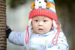 Chłopiec w różowej zimy trykotowym kapeluszu Zdjęcie Stock