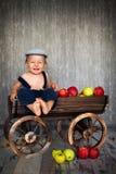 Chłopiec w tramwaju jabłka, pełno Zdjęcia Stock