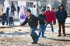 Chłopiec w uchodźcy obozie w bawić się Obrazy Royalty Free