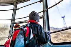 Chłopiec w wagonie kolei linowej Obrazy Royalty Free
