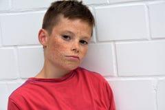 Chłopiec w złym nastroju zdjęcie royalty free